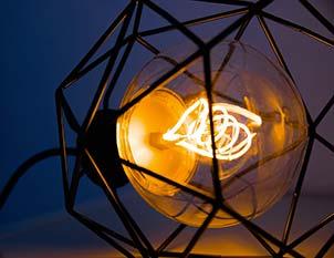 Luminaire avec ampoule LED globe