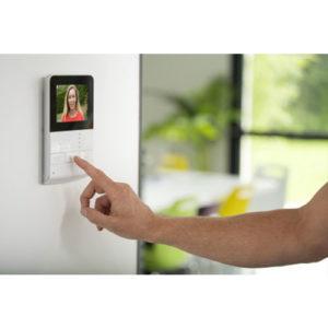 Visiophone permettant d'ouvrir l'accès au logement